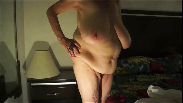 Donna araba si spoglia filmati hard di donne mature nuda a letto
