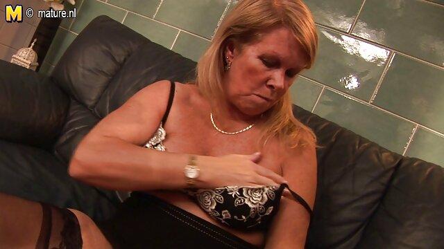 Gli amici del marito lasciano video hard donne sposate la moglie ubriaca in cerchio mentre dorme