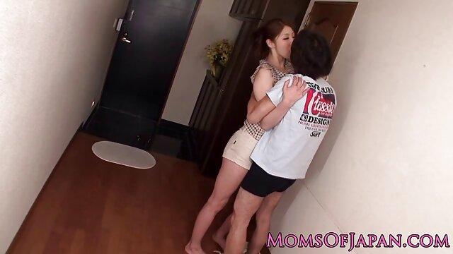 Padre video hard donne con cani scopa figlia adulta nella vasca da bagno