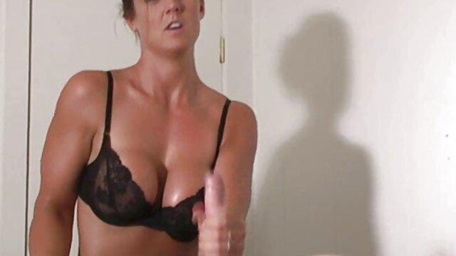 Footsiebabes matrigna attrici famose in film porno lascia Sonny cum sulle dita dei piedi