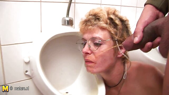Amy Brooke scopa il suo buco del culo con un enorme giocattolo jessica rizzo film hard gratis anale