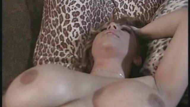 Araba film porno di maurizia paradiso in hijab si masturba figa rasata dildo davanti alla webcam
