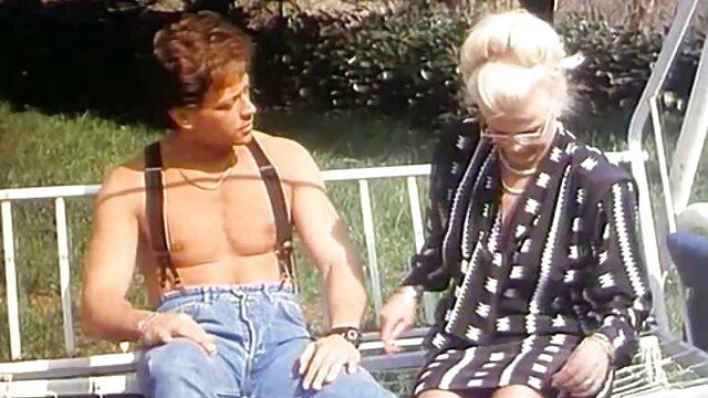 Tizio con cazzo enorme film porno italiani donne mature cazzo duro la sua ragazza in calze nel culo