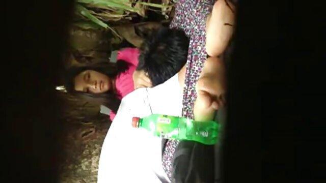 Una coppia di 70 anni film hard donne incinta Scopa a casa davanti alla telecamera