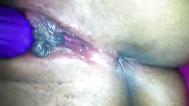 Feticismo del piede video hard prostituta tra i piedi maturo e sexy Milf