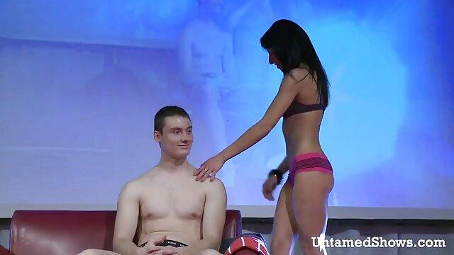 Ebano fa massaggi sabrina ferilli video hard e lecca il cazzo dopo pompino nella vasca da bagno