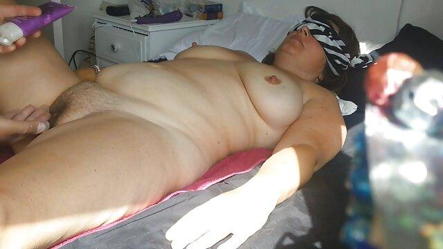 Bella moglie in lingerie sexy ha video di donne mature hard portato il marito in camera da letto